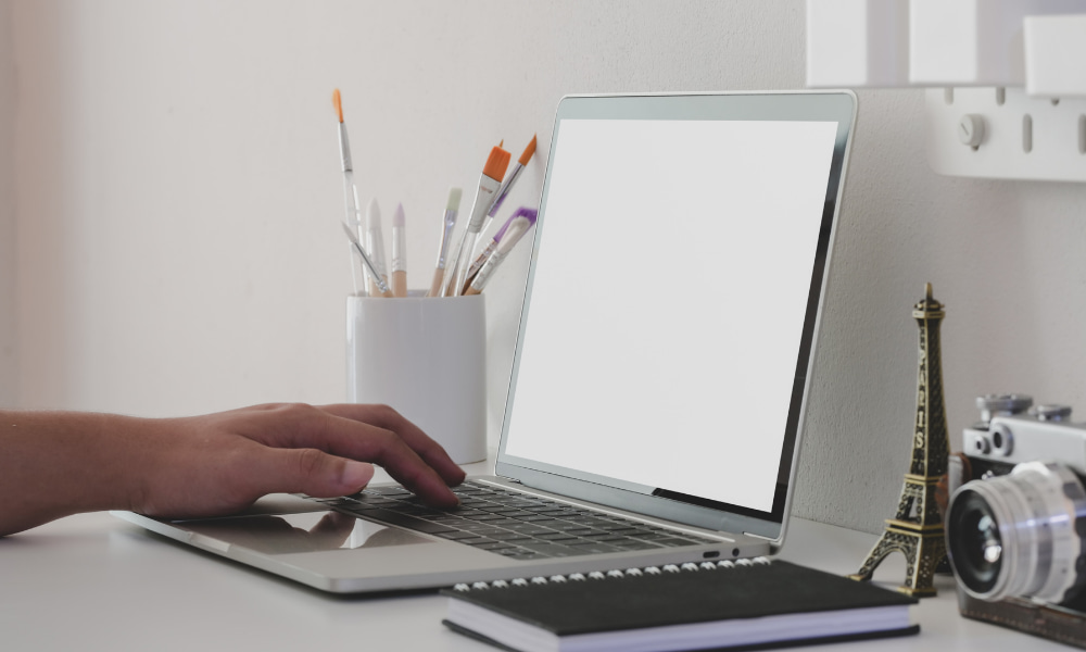 guy doing SMC reset on a mac
