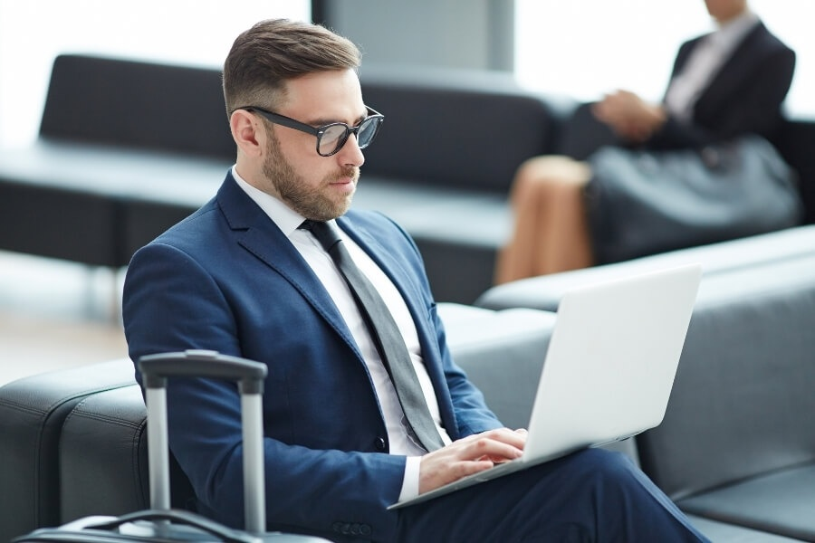 Man sitting in a lounge using VBN on his laptop